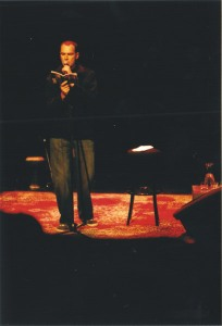 graham-nunn-reading-at-qpf-2005